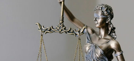 Quelles mentions juridiques doivent apparaître sur un site web ? Et quel est leur impact sur la transmission du PageRank interne ?