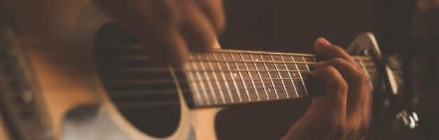 Google propose un Accordeur de Guitare en Onebox